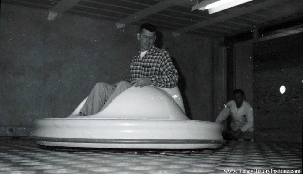 Disneyland 1961 – Flying Saucers